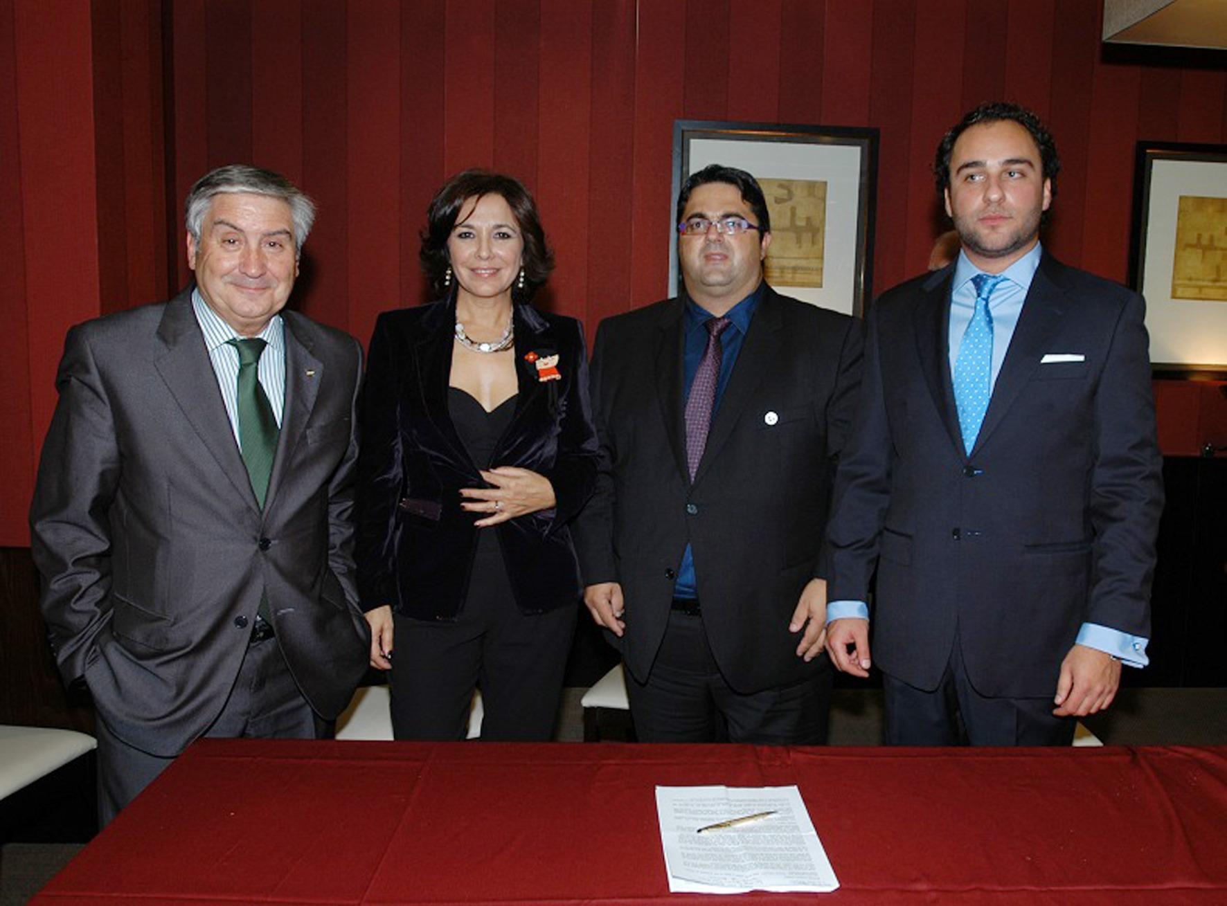 Firma convenio colectivo entre Fundación Isabel Gemio, FEDER y Federación  ASEM